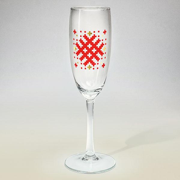 Šampanieša glāze ar sarkanu un zelta Latvijas ornamentu A