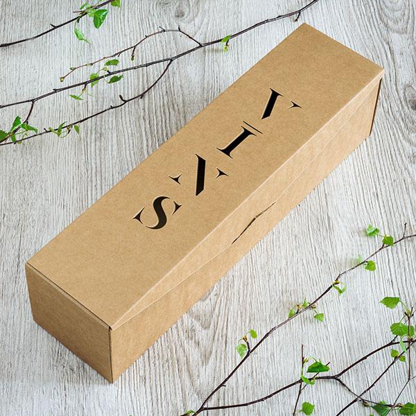"""Kartona vīna kaste ar lāzergrieztu tekstu: """"Vīns"""""""