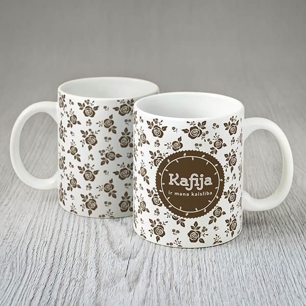 Balta krūze ar krāsainu kafijas un rožu zīmējumu