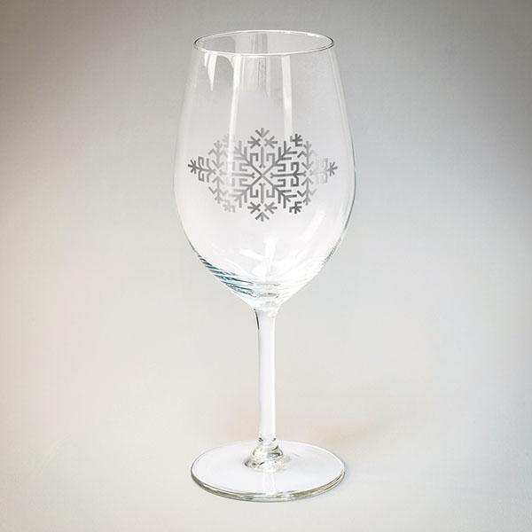Vīna glāze arsudraba Austras koka zīmējumu.