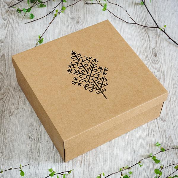 Dāvanu kaste ar lāzergrieztu Austras koku