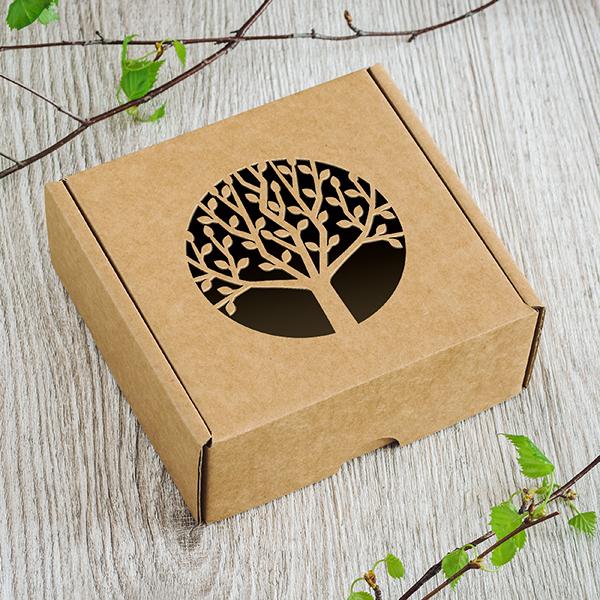 Maza dāvanu kaste ar lāzergrieztu koku