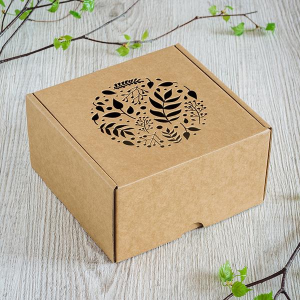 Dāvanu kaste ar lāzergrieztu Lapu apli