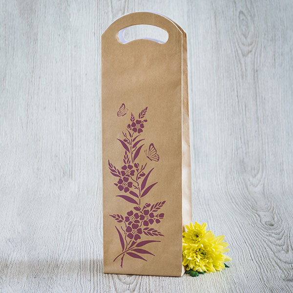 Gaišs dāvanu maisiņš vīna pudelēm ar violetu apdruku ar ziediem