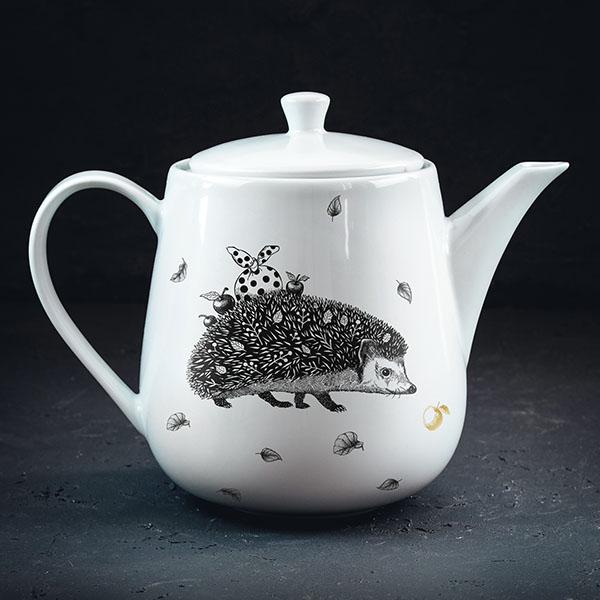 Balta tējas kanna ar melnu eža zīmējumu un zelta elementu