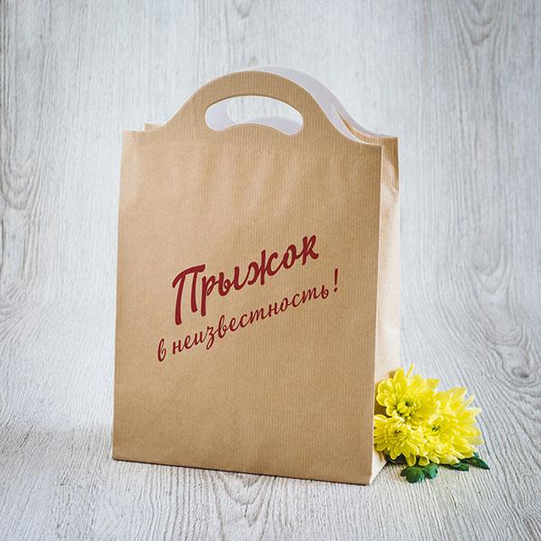 Gaišs dāvanu maisiņš ar sarkanu tekstu krievu valodā Lec, pat ja nezini kur