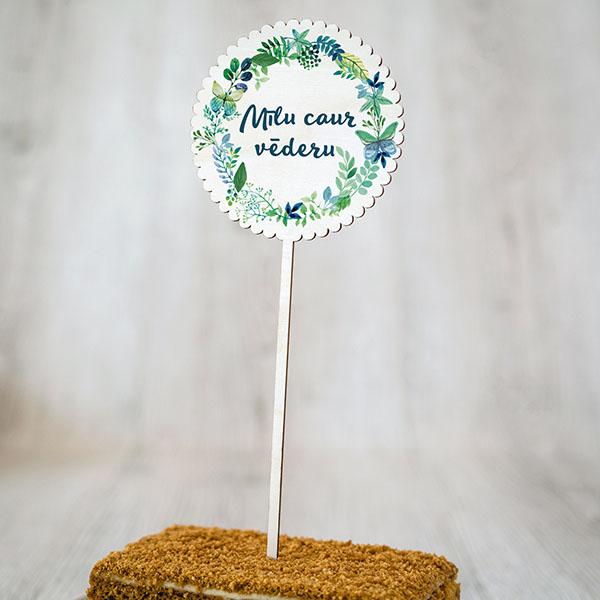 """Dekoratīvs kūku dekors ar krāsainu tekstu: """"Mīlu caur vēderu"""""""
