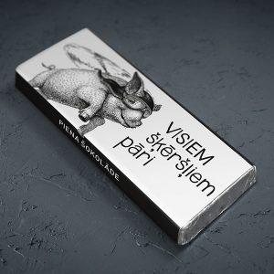 """Mazā šokolāde ar rukša zīmējumu un tekstu: """"Visiem šķēršļiem pāri"""""""