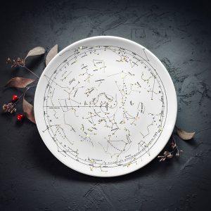 Vidējais šķīvis ar melnu Zvaigznāja zīmējumu un zelta elementu