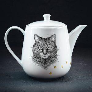 Tējkanna ar mājas kaķa zīmējumu un zelta elementu