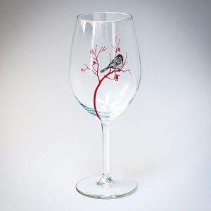 Dadzis vīna glāze ar zīlītes zīmējumu melnā un sarkanā krāsā