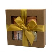 """Steina products, dāvanu komplekts """"Greipfrūts-vaniļa"""" brūnā kastītē ar dzeltenu lenti"""