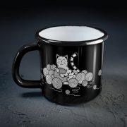 metāla krūze kaķis ar peli un dzijas kamoliem melnā krāsā