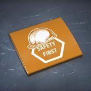 Prezervatīvs, dadzis, ar attēlotu aizsargķiveri un tekstu - Safety first