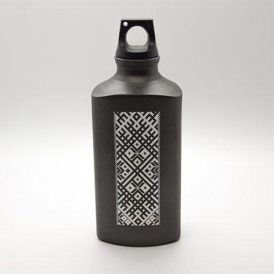 Alumīnija pudele, 600ml, ar attēlotu Lielvārdes jostu