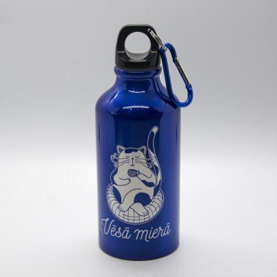 Alumīnija pudele, 400ml, ar attēlotu kaķi, kas dzer tēju un tekstu - Vēsā mierā