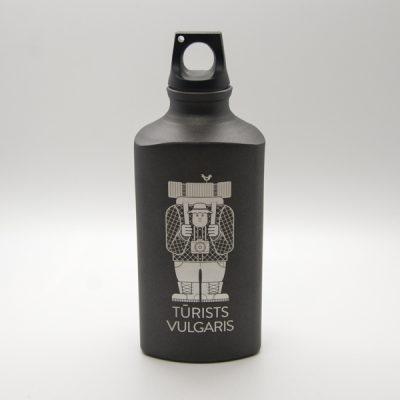 Alumīnija pudele, 600ml, ar attēlotu tūristu un tekstu - Tūrists vulgaris