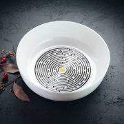 Balta bļoda DADZIS ar attēlotu melnbaltu Labirintu-1100ml