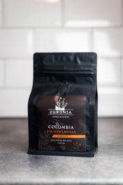 curonia palmera huila kafijas pupiņas melnā iepakojumā