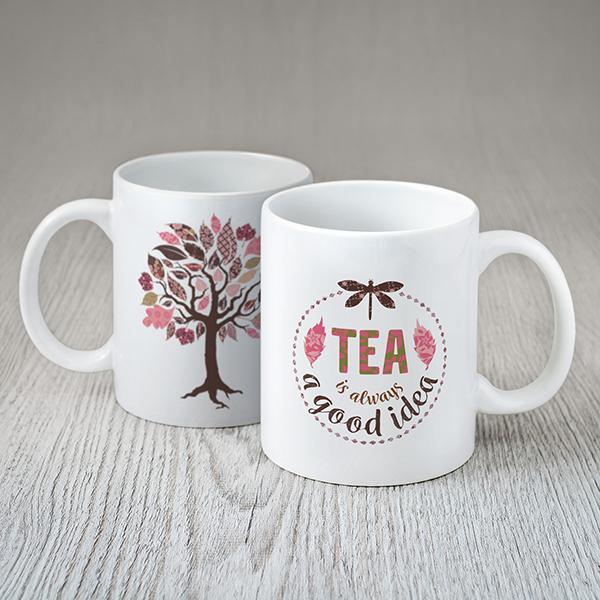 """Balta krūze ar rozā koka zīmējumu un tekstu angļu valodā: """"Tea is always a good idea"""""""