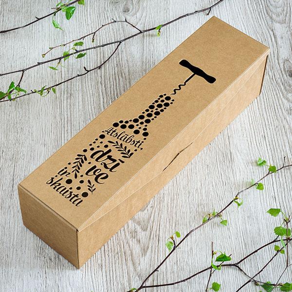 """Kartona vīna kaste ar lāzergrieztu tekstu: """"Atslābsti, dzīve ir skaista"""""""