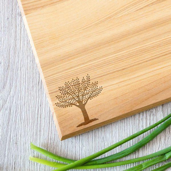 Koka dēlītis ar koka zīmējumu