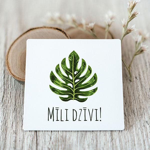 Vinila magnēts ar zaļu lapu ar tekstu mīli dzīvi