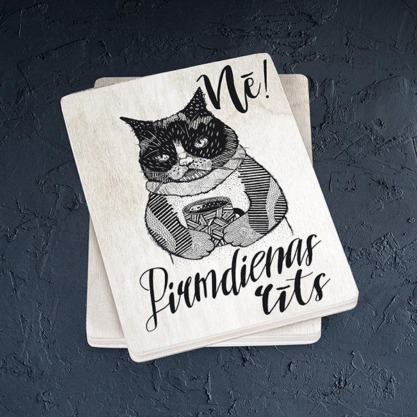Gaišs koka magnēts ar kaķi ar tekstu Nē! Pirmdienas rīts