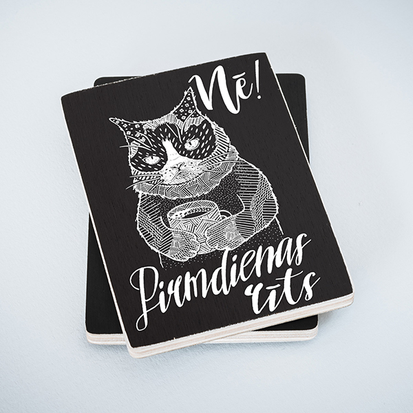 Melns koka magnēts ar kaķi ar tekstu Nē! Pirmdienas rīts