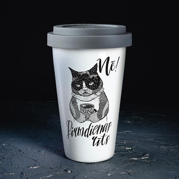Balta ceļojuma krūze ar melnu apdruku, ar kaķa zīmējumu un tekstu: Nē! Pirmdienas rīts!