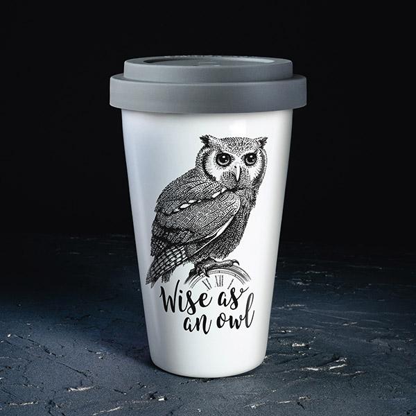 Balta ceļojumu krūze ar pelēku vāciņu, ar pūci un tekstu: Wise as an owl!