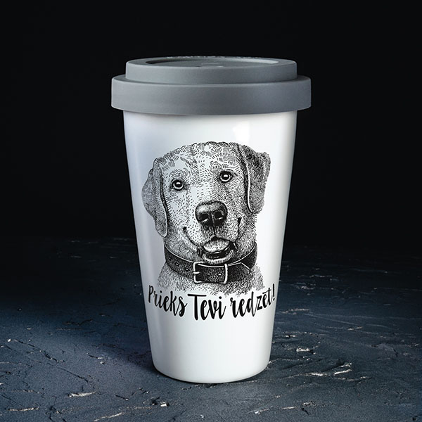"""Baltaceļojuma krūze ar melnu suņa zīmējumu un tekstu: """"Prieks tevi redzēt"""""""