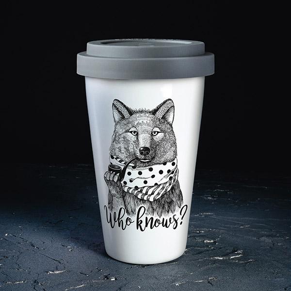 Balta ceļojuma krūze ar pelēku vāciņu, ar vikla zīmējumu un tekstu: Who knows?
