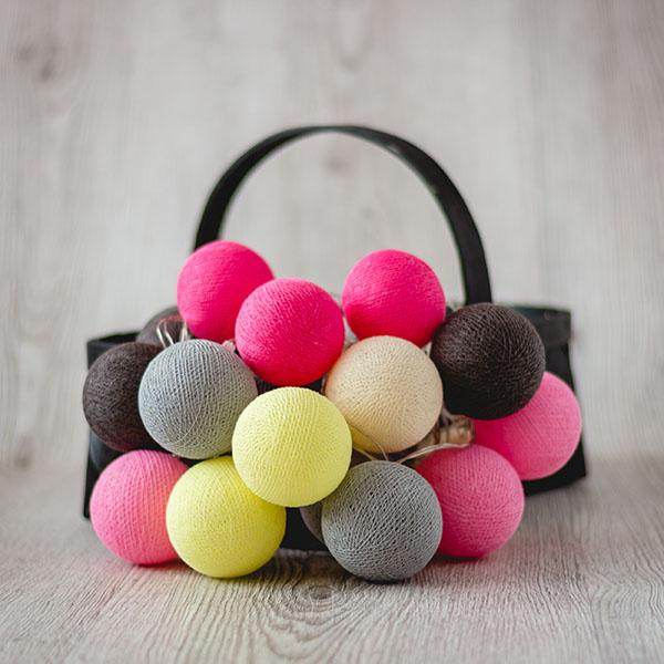 Krāsaino bumbu virtenes ar dažādu skaitu lampiņām
