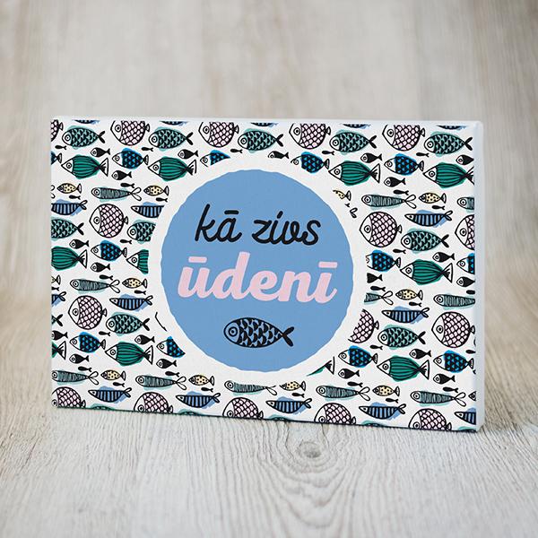 Balta kanva ar krāsainu apdruku ar tekstu Kā zivs ūdenī