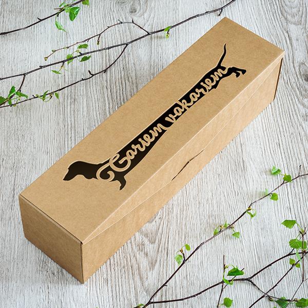 Dāvanu kaste vīna pudelēm ar lāzergrieztu suni ar tekstu gariem vakariem