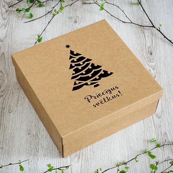 Dāvanu kaste ar lāzergrieztu eglīti ar tekstu Priecīgus svētkus