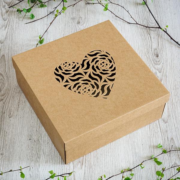 Dāvanu kaste ar lāzergrieztu Sirdi