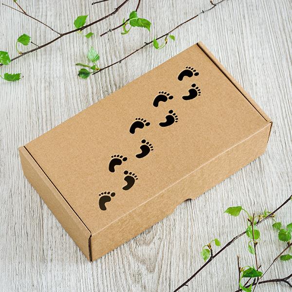 Dāvanu kaste ar lāzergrieztām pēdiņām