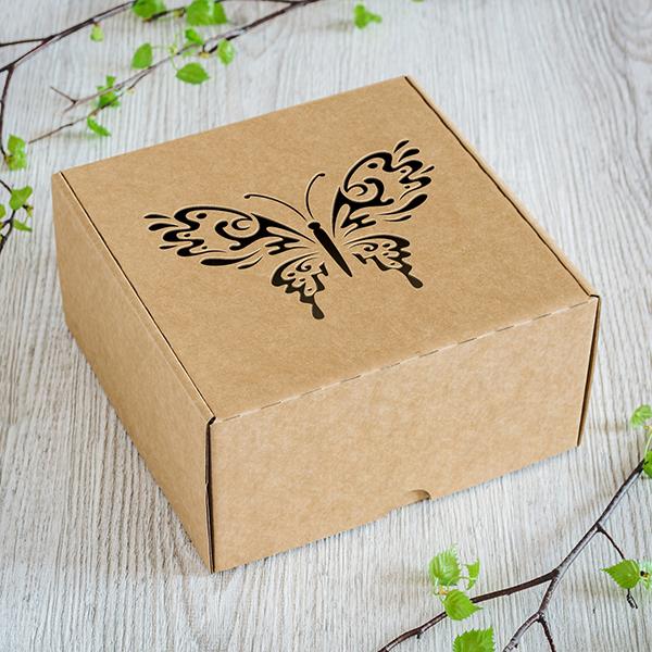 Dāvanu kaste ar lāzergrieztu Taureni