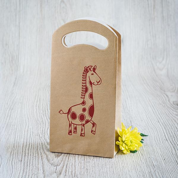 Gaišs dāvanu maisiņš ar sarkanu apdruku ar Žirafi
