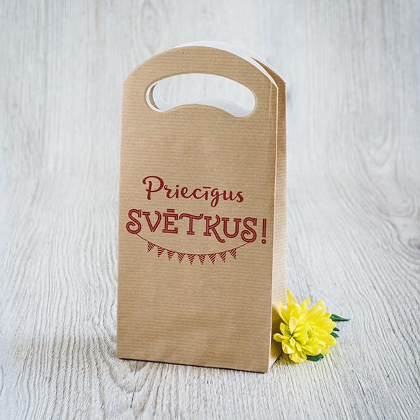 Gaišs dāvanu maisiņš ar sarkanu apdruku ar tekstu Priecīgus svētkus