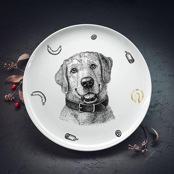 Balts lielais šķīvis ar melnu suņa zīmējumu un zelta elementu