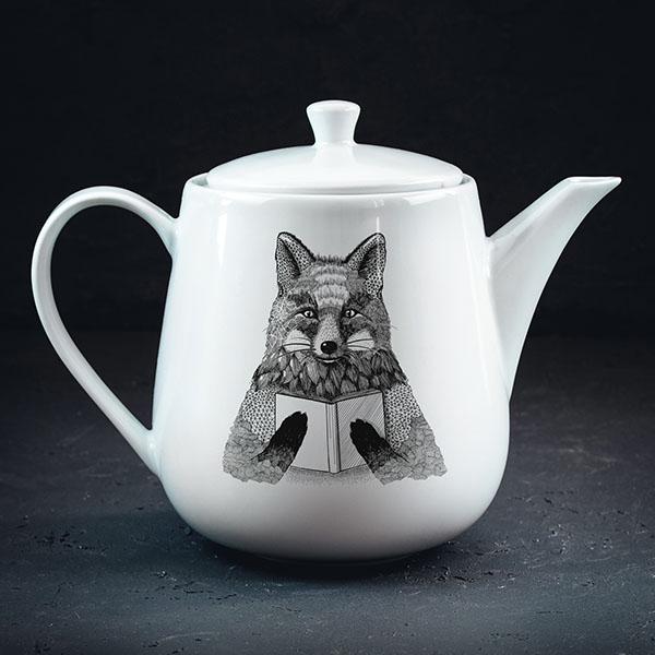 Balta tējas kanna ar melnu lapsas zīmējumu