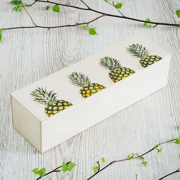 Gaiši brūna koka kaste ar ananasu zīmējumu un UV apdruku