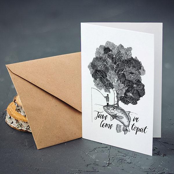 Atverama kartīte ar baltu fonu ar melnu apdruku ar zivi un tekstu: Tavs loms ir tepat