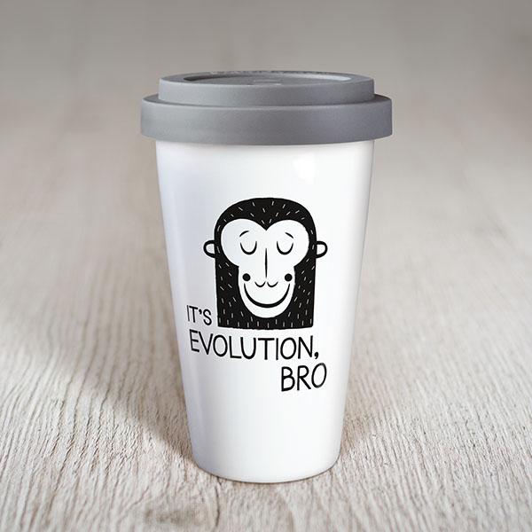 Balta ceļojuma krūze ar melnu apdruku, ar mērkaķi un tekstu: It`s evolution, Bro