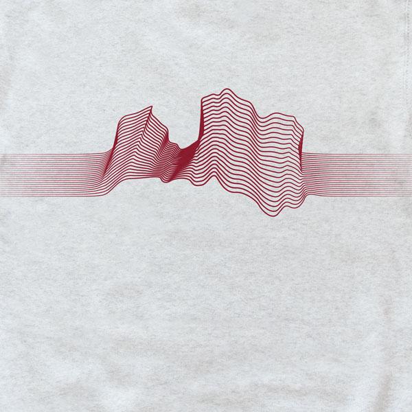 Džemperis ar sarkanu Latvijas kontūru līniju grafikā.