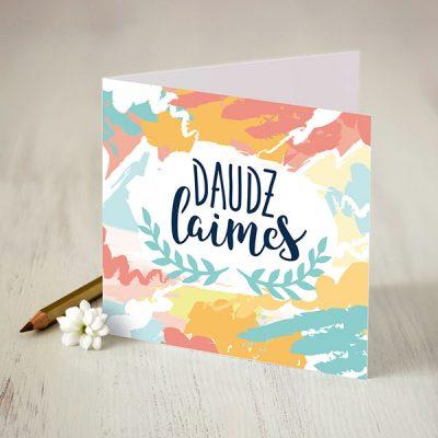 """Apsveikuma kartiņa ar krāsainu apdruku un tekstu: """"Daudz laimes"""""""
