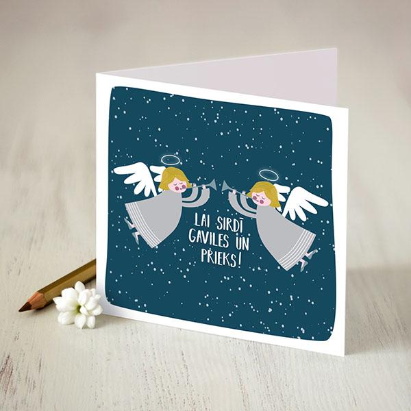 """Apsveikuma kartiņa ar eņģeļu zīmējumu un tekstu: """"Lai sirdī gaviles un prieks"""""""